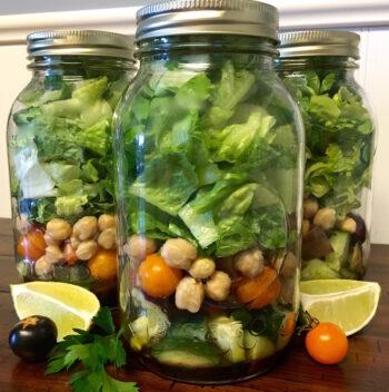 Garden Veggie Mason Jar Salad with Homemade Dressing | Farmer's Market Finds Recipes